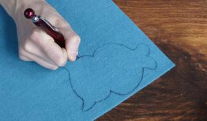 Krok I - Narysowanie i wycięcie sowy