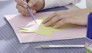 Krok II - Przycinanie papieru dekoracyjnego