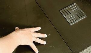 Krok X - układanie płytek przy wpuście podłogowym